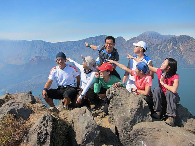 Paket Trekking ke Puncak Rinjani Lombok
