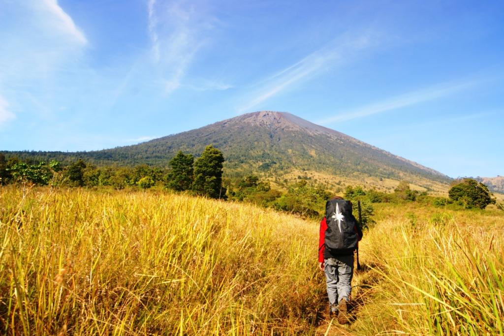 Paket Trekking ke Rim Gunung Rinjani Pulau Lombok